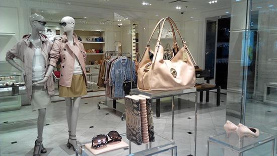 чистая светлая кожаная сумка