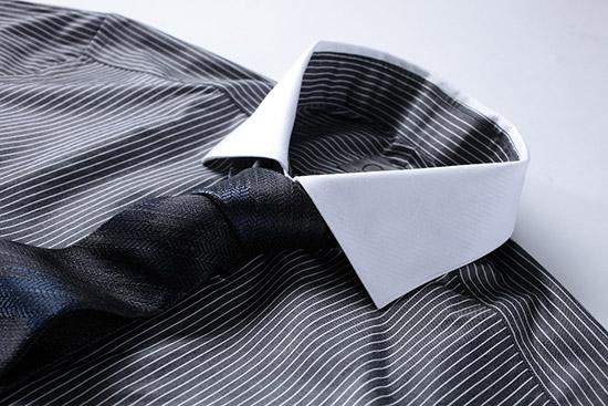 поглаженная рубашка с длинным рукавом