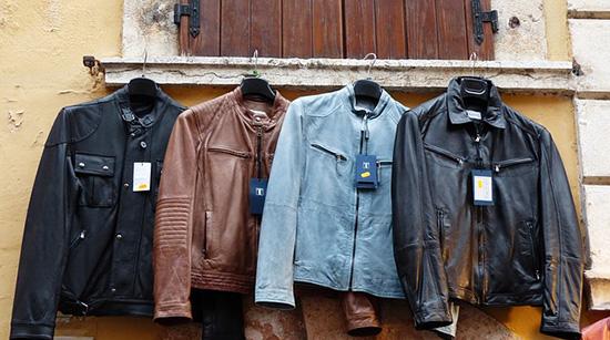 кожаные куртки сушатся