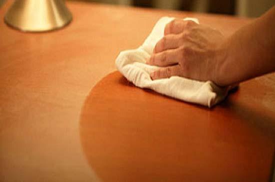 пыль на столе в доме