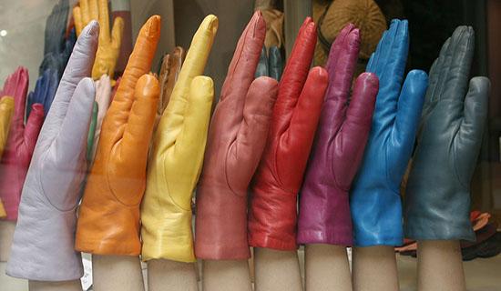 разноцветные кожаные перчатки