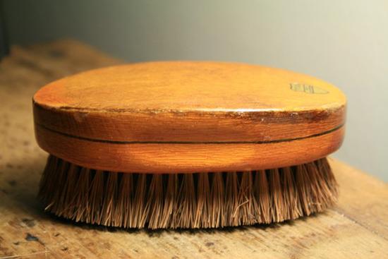 щетка для чистки кожаной обуви