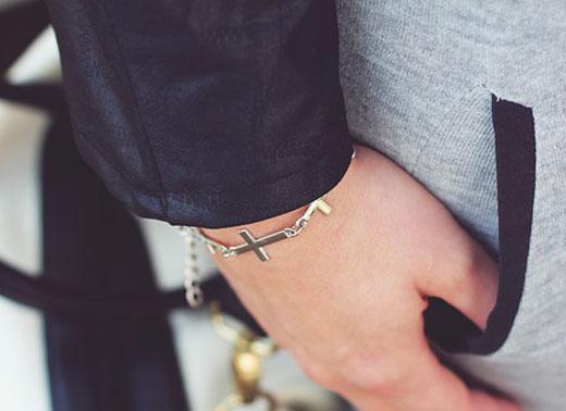 цепочка с серебряным крестиком