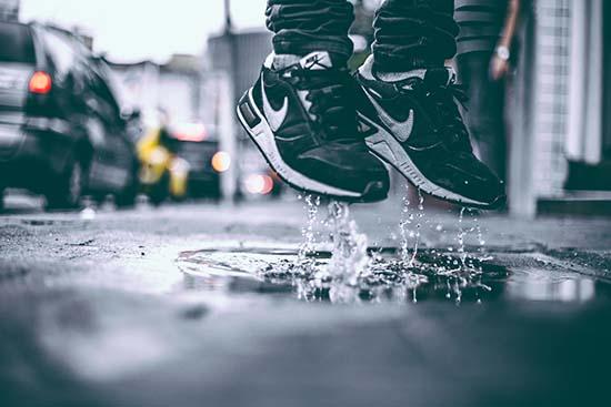 мокрые кроссовки
