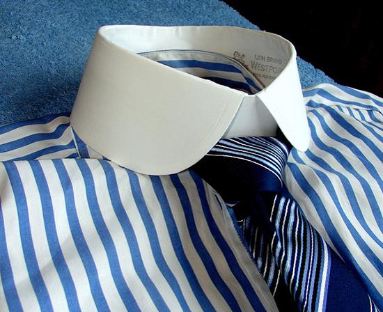 накрахмаленный воротник рубашки