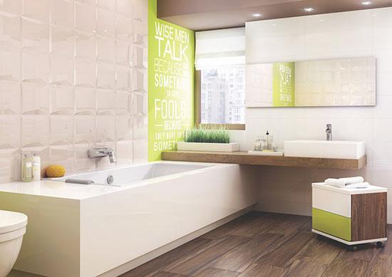 очищенный кафель в ванне