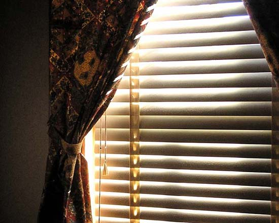 Как стирать шторы в стиральной машине и вручную