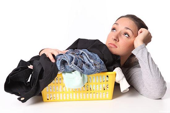 Как убрать жвачку с брюк народными методами