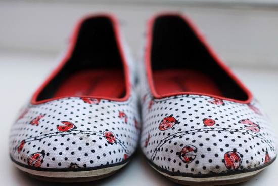 сушим мокрую обувь на теплом полу