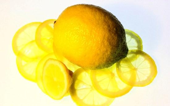 как хранить разрезанный лимон