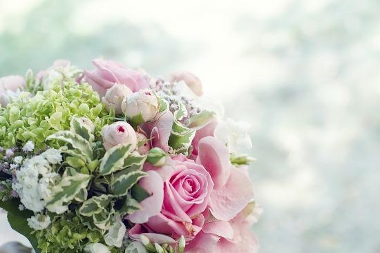 Как сохранить цветы в вазе подольше: простые советы