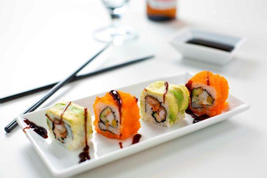 сколько хранятся суши и роллы в холодильнике после приготовления