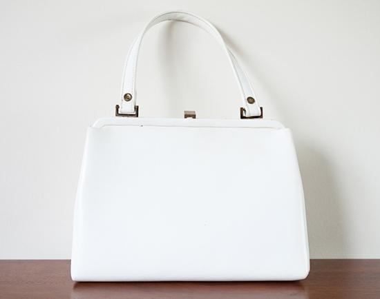 чистая белая кожаная сумка