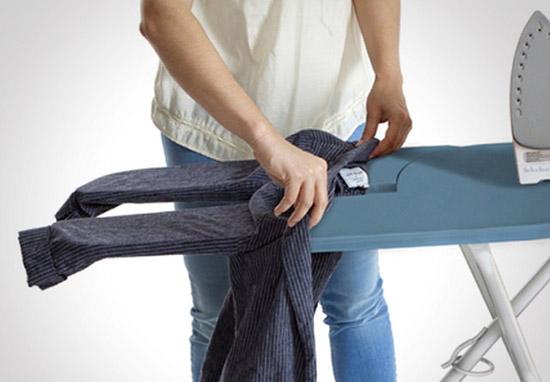 как гладить длинные рукава на рубашке
