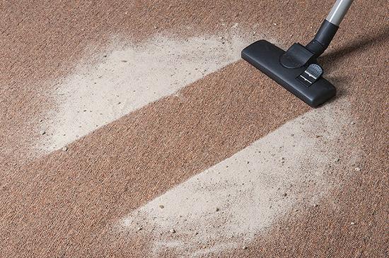 убираем частицы порошка с помощью пылесоса