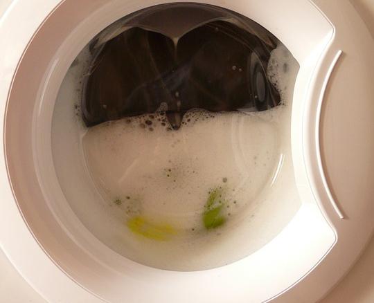 отстирываем пятна от дезодоранта в стиральной машинке