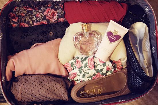 идеально размещенные вещи в чемодане