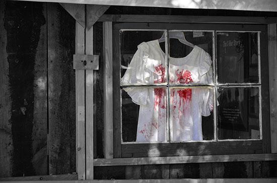 кровь на белой одежде