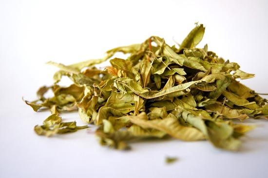 листья чая для устранения запаха уксуса