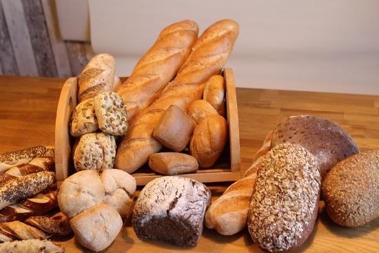 хлеб и хлебница